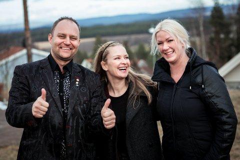 EKSPERTHJELP: Vidar og Sylvia Aasvangen fikk ryddehjelp av Synnøve Skarbø (i midten) og TVNorge.