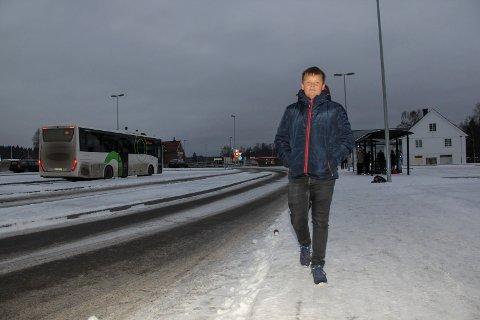 BUSSLØS: Kenneth Karlsen Bareksten fra Disenå er en av mange i grendene som savner et bedre busstilbud.