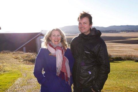 SAMARBEIDER: Å satse på bioenergi og turisme vil etter Christine Mowinckel og Kristian Rostads  mening ikke innebære større risiko enn å bygge et nytt kyllingfjøs.
