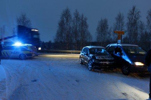 Kollisjonen skjedde der Knappumsvegen tar av fra Rv2 ved Flisa bru.