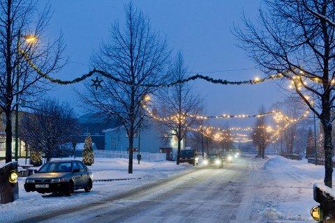 JULEGATA: Det har vært problemer med julegata på Flisa i vinter. Nå gir handelssenteret opp å finne feilen før den blir tatt ned.