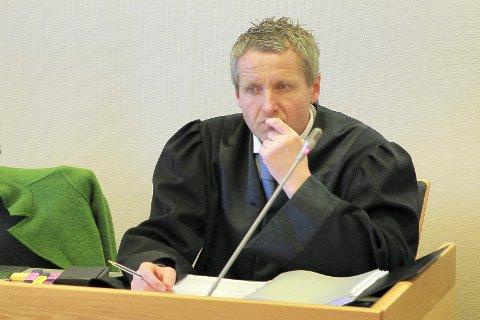 ETTERFORSKER: Politiadvokat Richard Røed opplyser at det er mistankke om at den tidligere Ap-lederen skal ha underslått et par hundre tusen kroner.