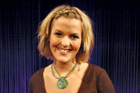 SATT UT AV SPILL: NRK-kommentator Ingrid Sørli Glomnes fra Kongsvinger pådro seg en prolaps i ryggen, og ligger nå i en sykeseng i Lahti.