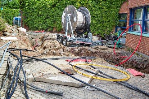 ETTERSPURT: Mange ønsker fiber eller andre typer høyhatstighetsbredbånd. Bildet er tatt under arbeid med å legge fiberkabel i Kongsvinger.