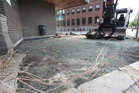 Her, ved det gamle DnB-bygget, oppsto det vannlekkasje som ble oppdaget på søndag.