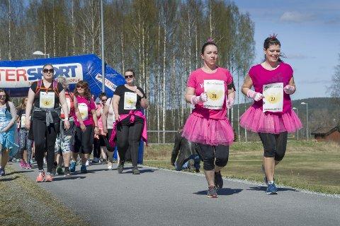 Svenskene kommer: Maria Dedorsson (t.v.), og Helena Lövberg deltok som de første svensker i Dronningslaget. Og de kommer gjerne igjen neste gang. Bilder: Jens Haugen