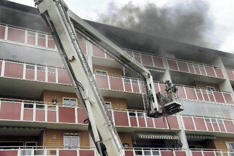BRANN: Søndag begynte det å brenne i en blokkleilighet i Svalevegen på Vennersberg.