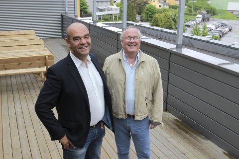 NY SJEF: Odd Henning Dypvik (til venstre) tar over som ny direktør i KOBBL. Styreleder Leif Næss er glad for ansettelsen.FOTO: BÅRD ENGH