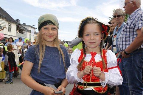 Sjørøvere: Nica Penic og Sunniva Elvine Fjeldberg var nok inspirert av sjørøverne i Kjuttaviga.