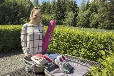 I BAGASJEN: – Jeg liker å holde med i form, så yogamatte og joggesko må med i kofferten, sier Silje Våla Walmann.