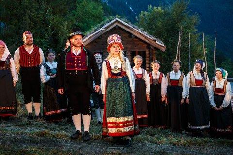 LOKAL: Sten Bjørge Skaslien Hansrud, sammen med kollega Ingebjørg Buen som «Mari».