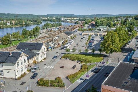 Stasjonstomta ved Kongsvinger jernbanestasjon. SSB har planer om nybygg like i nærheten av stasjonen. FOTO: JENS HAUGEN