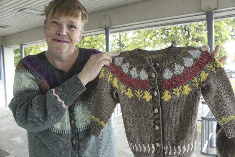 Kofte: Torunn Tangen har tegnet dette mønsteret til ei kofte i Skogfinne. Nå har hun fått patent på mønsteret, og opplever at det er blitt veldig populært.
