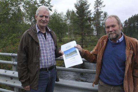 Stor interesse: Det er stor interesse for å tegne det nye museumsbygget i Svullrya. Jan Larsson og Dag Raaberg i museet forteller at 21 arkitektfirmaer var representert på omvisningen forrige uke.