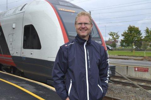 Togjubel: Tor André Johnsen er veldig glad for at tiltakene på Kongsvingerbanen nå blir realisert.