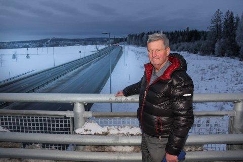 ARGUMENTENE HOLDER: Sverre Aandstad er fornøyd med at nord-motstandernes argumenter om E16 er like aktuelle. Han spår at det vil ta 20 år før det eventuelt blir en forlengelse av motorveien her ved Slomarka.