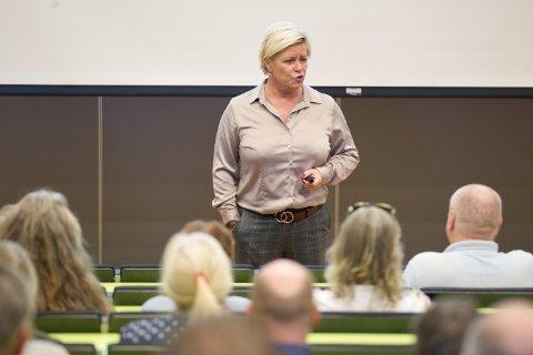STATSBUDSJETTET: Siv Jensen besøkte søndag sine partifeller på Kongsvinger for å diskutere det ferske statsbudsjettet.