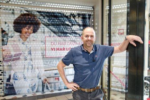 FORNØYD: Senterleder Lasse Ellingsen ved Kongssenteret.
