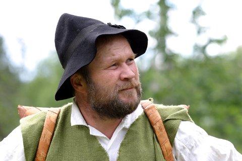 FINNEHISTORIE: Dag Raaberg forteller om finneinnvandring og kulturen på Finnskogen.