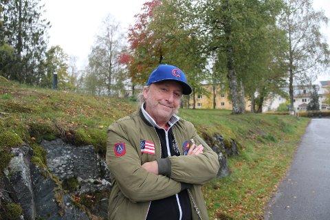 "A WORKING CLASS HERO: Levi Henriksen er aktuell med ny novellesamling, ""Jern og metall"". Han er også på  tur med Børli-forestilling og konserter med Babylon Badlands."