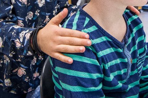 STOPPES: Elevene ved Marikollen skole i Kongsvinger begynte dagen med å massere hverandre. Nå er prosjektet stoppet av rektor på grunn av uenigheter blant noen av foreldrene.
