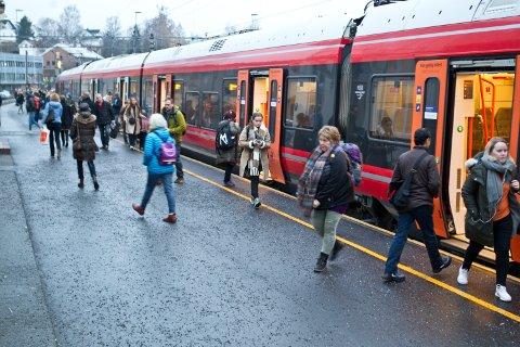 BEDRE INFORMASJON: Et nytt system skal sørge for en enklere hverdag for reisende. Her er Kongsvinger stasjon.