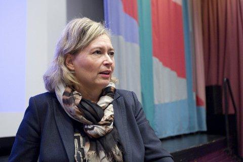 UTFORDRENDE: Næringssjef Eva Snare vet ennå ikke om det store bredbåndsprosjektet i Nord-Odal og Sør-Odal må utlyses på nytt.