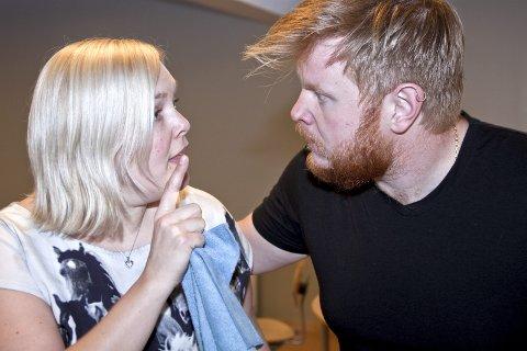 Farse: Belinda Mellum og Sten Bjørge S. Hansrud skal igjen spille sammen i en farse. Denne gangen i «To fruer i en smekk», som har premiere på Kirkenær 24. mai.