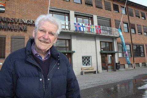 INTERNASJONALT: Erik Evang, leder i Foreningen Norden Kongsvinger og Omegn, har forklaringen på hvorfor det ble flagget slik på fredag.
