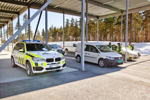 GRENSEKONTROLL:  Tollvesenet, politiet og Statens vegvesen holdt storkontroll.