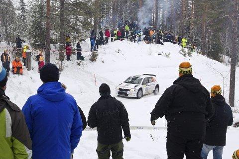 RALLYFEST: Rallyfolk var i god stemning på SS 3 på Svullrya, men berusede tilskuere ønsker ikke arrangør å ha på besøk.
