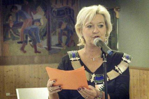 FROKOST: Wenche H. Sund har invitert ledere for Farmen for å snakke om betydningen av årets innspilling i Grue.