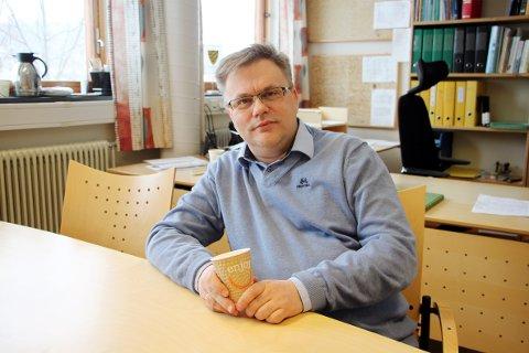 BLE FANGET AV ANGST: – Psykiske vansker kan ramme hvem som helst – også små barn, sier den nyansatte kommunalsjefen for oppvekst og kultur i Åsnes, Magne Arnfinn Berg. Opplevelsene gjennom 20 vanskelige år brukes nå til å hjelpe andre.