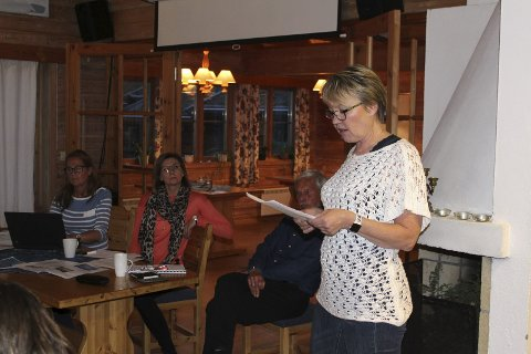 Kraftig oppgjør: Marit Dahl tok et kraftig oppgjør med WPD og Weronica Andersson og Maria Röste (i bakgrunnen). Hun holdt innlegget som Nitahå-Jussi, og ba nærmest WPD om å ryke og reise fra Finnskogen.