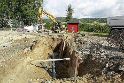 HASTER Å INVESTERE: Her fra GIVAS skiftet ut kloakkrør ved SIVA etter at de gamle gikk i oppløsning i 2011.FOTO: OLE-JOHNNY MYHRVOLD