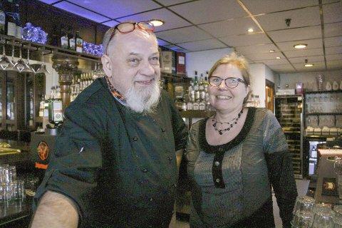 INVITERER: Kai Øverby og Lillian Johnsen har mye spennende å by på i Bastians jubileumsår - nå er det Elvisfeber på gang!