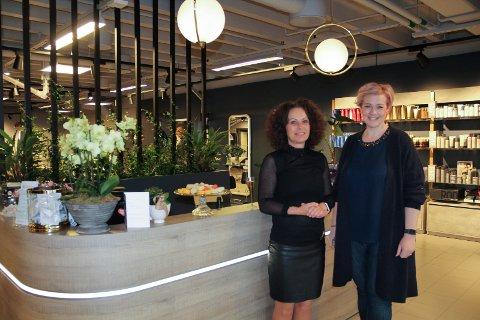 Heidi Sem Hexeberg med interiørarkitekt Tone Tjærbo Lie, som har stått for designet.