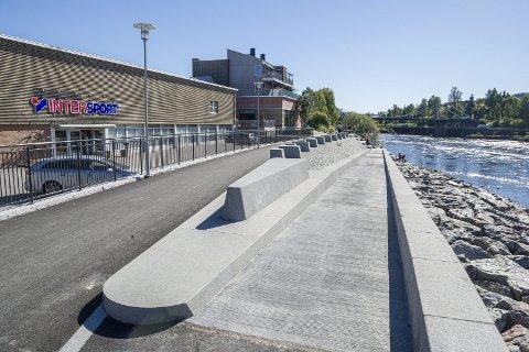 God på topp: Flomverket i Kongsvinger er i utgangspunktet i god forfatning, men elva har gravd med seg nok innunder flomverket til at det kan bli rammet.ArkivFOTO: JENS HAUGEN