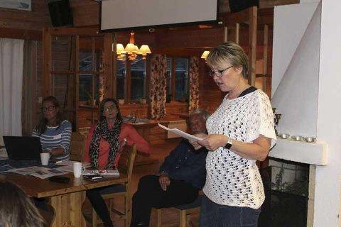 VANT KAMPEN: Marit Dahl tok et kraftig oppgjør med WPD og Weronica Andersson og Maria Röske (i bakgrunnen). Hun holdt innlegget som Nitahå-Jussi på et folkemøte, og ba nærmest WPD om å ryke og reise fra Finnskogen. Nå har de motstanderne vunnet vindmøllekampen i Mangslidberget.