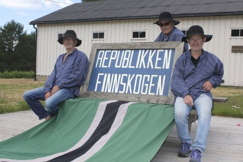 Egen republikk: Finnskogen blir egen republikk, og flere har fulgt etter med samme konsept. Fra venstre: Bjarne Korbøl, Jørn Skaslien og Cato Rismoen. Foto: Kenneth Mellem