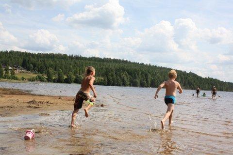 TRYGT: Søndre Øyungen føyer seg inn i rekken av gode badevann i Eidskog kommune. Og temperaturen nærmer seg 20 grader.