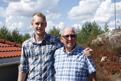 Per Steinar Glader (T.h) gikk Monsen minutt for minutt over Hardangervidda sammen med barnebarnet Kristoffer Tollhaug.