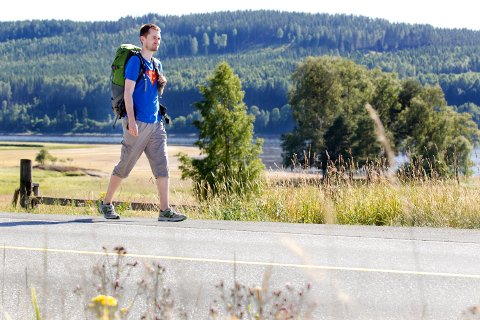 BRUKER BEINA: Kongsvingermannen Aksel Gundersen Kolsung skal gå som landstryker i Norge. Turen starter 3. juli fra Tromsø, og ender på Skotterud på Børlis park 8. desember, på Hans Børlis 100-års dag.