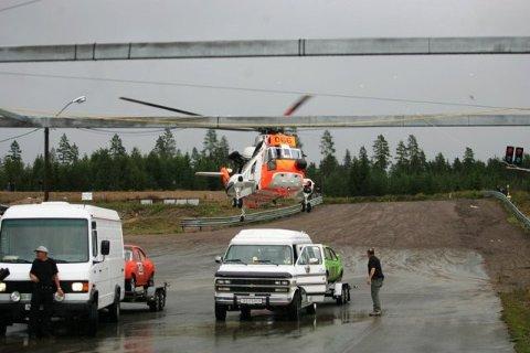 Løpet ble umiddelbart avlyst mens ambulansene både i lufta og på bakken kjørte skytteltrafikk med berørte tilskuere etter at lynet slo ned over hele baneanlegget i Åsnes Finnskog.