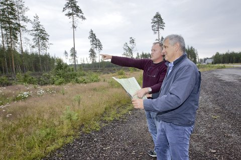 FORMALITET: Knut Gustav Woie og Thor Torp mente i 2015 at flyplass neppe ble noe av, og at man kunne se på alternativer. Nå kan det også skje formelt. KJELL R. HERMANSEN (ARKIV)