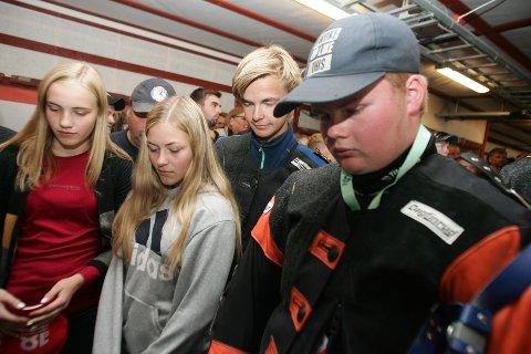 SPENTE: Oda Flikkerud, Benedicte C. Bergstrøm, Sigurd Opsahl Gjermshus og Jens Olav Lindberg følger spent med på sistnevntes anvisning mandag kveld.
