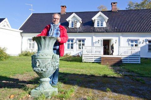 Geir-Espen Rudolfsen hadde nok å holde på med som salgsansvarlig under utsalget på Runni Gård.