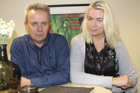 ALVORLIG: Erik O. Møller og Hege Nybakk Sjaatil ser svært alvorlig på situasjonen som oppsto ved sykehjemmet i Grue i helga. Foto: Kenneth Mellem