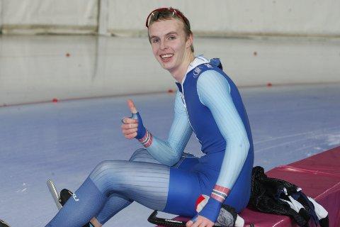 SUVEREN: Hallgeir Engebråten knuste de andre juniorene på 1500 meter i verdenscupen i Helsingfors søndag.