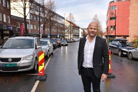 MEGLER: Tilbakegangen i boligmarkedet gjør at det er kjøpers marked. Eiendomsmegler, Espen Strøm sier at det også skaper muligheter for dem som kjøper bolig for utleie.